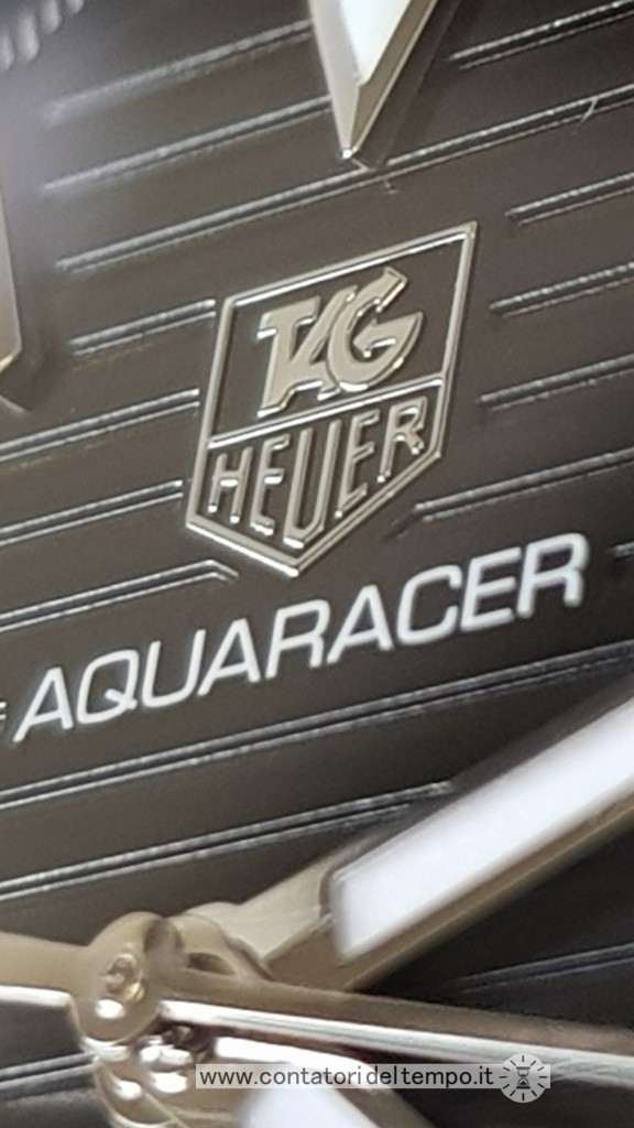 il logo Tag Heuer è applicato e tridimensionale