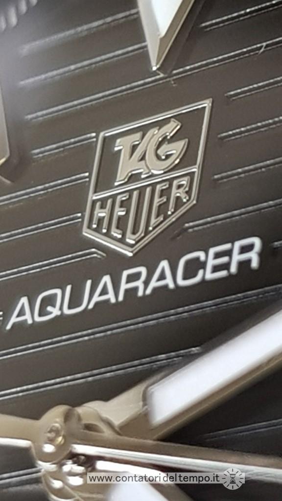 il logo Tag Heuer è applicato e tridimensionale