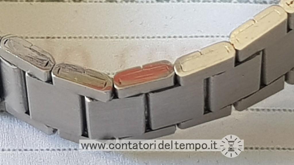 Dettaglio del bracciale, sono ben visibili le maglie in acciaio ripiegato