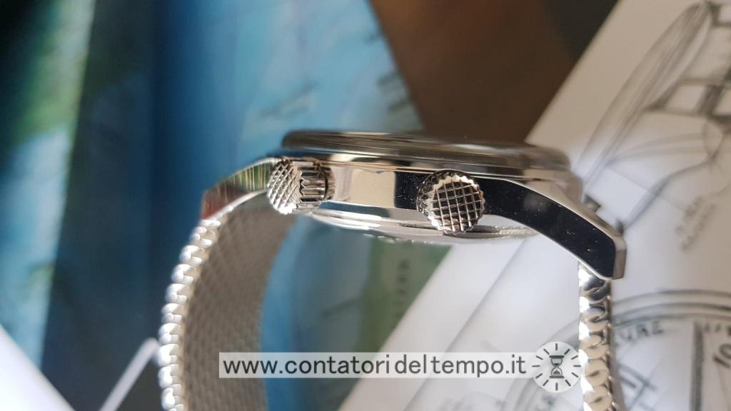 Profilo dell'orologio che mette in evidenza la sporgenza del vetro